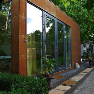 Photo of a mid-sized industrial detached granny flat in Munich.