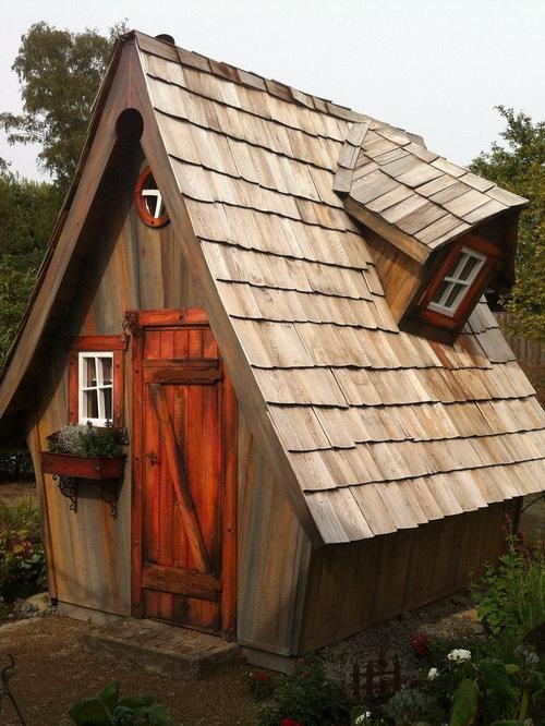 Freistehendes, Kleines Rustikales Gartenhaus In Köln