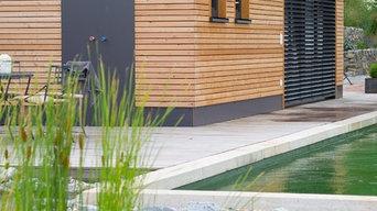 Schwimmteich im Wellnessgarten