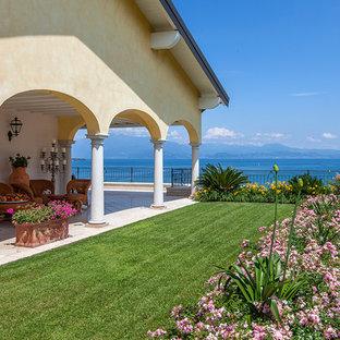 Foto di un giardino formale mediterraneo di medie dimensioni e nel cortile laterale