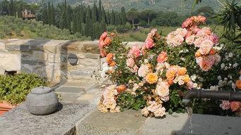 Fontanile con rose e vista su Firenze