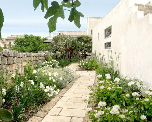 Foto e idee per esterni esterni con un ingresso o sentiero for Disegni cortile anteriore per semplice casa ranch