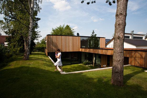 Modern Garten by arnouva elanández