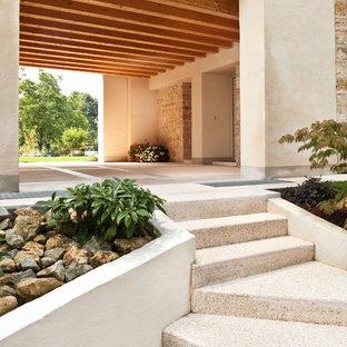 Foto di un giardino country in cortile con un ingresso o sentiero e pavimentazioni in cemento