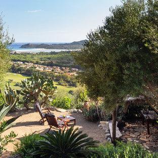 Idee per un giardino mediterraneo dietro casa con ghiaia