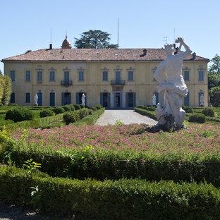 Ispirazione per un ampio giardino formale chic davanti casa