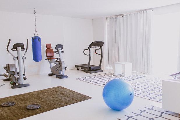 Moderno Gimnasio by Paula G. Furió