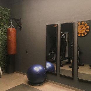 Esempio di una piccola palestra multiuso industriale con pareti grigie, pavimento con piastrelle in ceramica e pavimento grigio