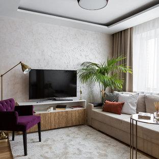 Пример оригинального дизайна: гостиная комната в современном стиле с паркетным полом среднего тона и отдельно стоящим ТВ без камина