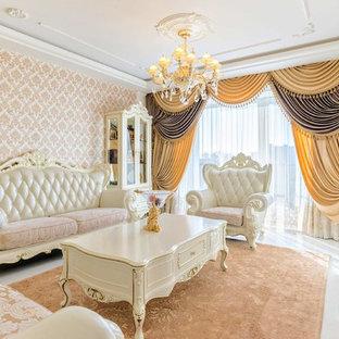 Foto di un grande soggiorno classico aperto con pareti beige, pavimento in sughero, camino classico, cornice del camino in pietra, pavimento bianco e sala formale