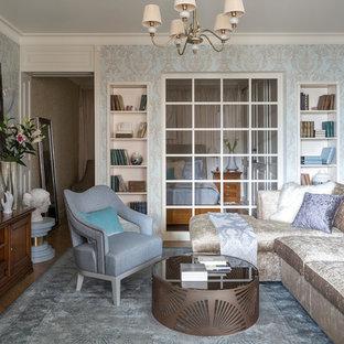 Идея дизайна: маленькая изолированная, парадная гостиная комната в стиле фьюжн с бежевыми стенами, паркетным полом среднего тона и бежевым полом