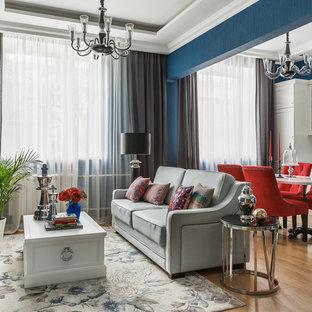 Идея дизайна: открытая гостиная комната в стиле современная классика с синими стенами, паркетным полом среднего тона, телевизором на стене и коричневым полом