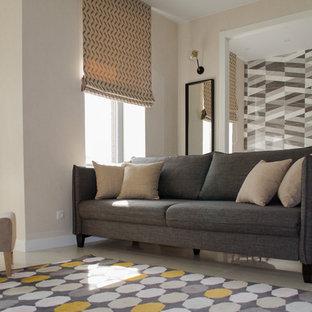 モスクワの小さい北欧スタイルのおしゃれなリビング (ベージュの壁、磁器タイルの床、壁掛け型テレビ、白い床) の写真