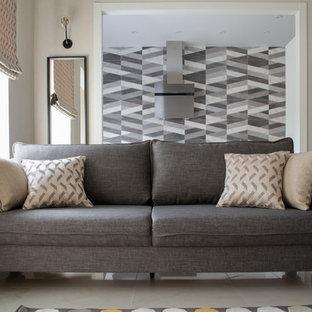 モスクワの小さい北欧スタイルのおしゃれなLDK (ベージュの壁、磁器タイルの床、壁掛け型テレビ、白い床) の写真