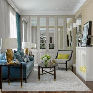 Стильный дизайн: парадная, открытая гостиная комната среднего размера в современном стиле с бежевыми стенами, паркетным полом среднего тона, стандартным камином, фасадом камина из штукатурки и коричневым полом без ТВ - последний тренд