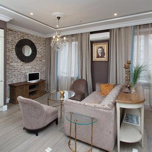 Свежая идея для дизайна: открытая гостиная комната среднего размера в современном стиле с коричневыми стенами и светлым паркетным полом - отличное фото интерьера