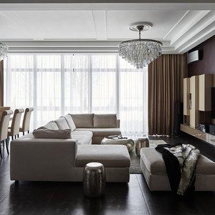 На фото: открытая гостиная комната среднего размера в современном стиле с коричневыми стенами, полом из керамогранита, телевизором на стене и серым полом