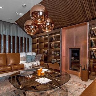 Пример оригинального дизайна интерьера: гостиная комната в современном стиле с библиотекой, фасадом камина из металла, камином и бежевым полом