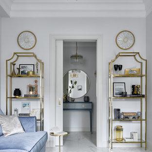 Foto di un piccolo soggiorno minimal chiuso con pareti bianche, pavimento in gres porcellanato, TV a parete e pavimento bianco