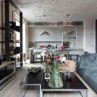 Esempio di un soggiorno minimal di medie dimensioni e aperto con pavimento beige, pareti multicolore, parquet chiaro, camino bifacciale, cornice del camino in legno e TV a parete