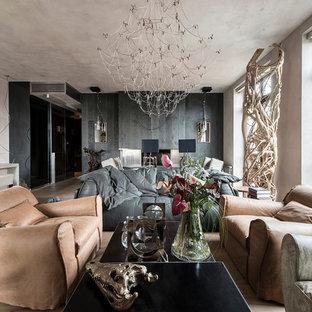 Пример оригинального дизайна: открытая гостиная комната среднего размера в современном стиле с фасадом камина из дерева, телевизором на стене, бежевым полом, разноцветными стенами, двусторонним камином и светлым паркетным полом