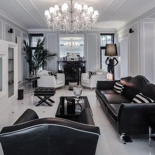 Неиссякаемый источник вдохновения для домашнего уюта: гостиная комната в стиле современная классика с серыми стенами, стандартным камином, мультимедийным центром и белым полом