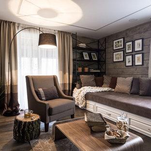 Новый формат декора квартиры: гостиная комната в современном стиле с коричневыми стенами, темным паркетным полом и коричневым полом