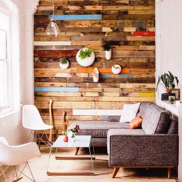Декорирование стены деревом