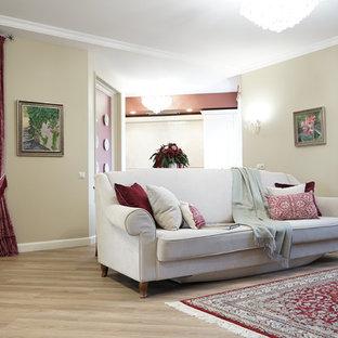 Свежая идея для дизайна: гостиная комната в стиле современная классика с бежевыми стенами, светлым паркетным полом и бежевым полом - отличное фото интерьера