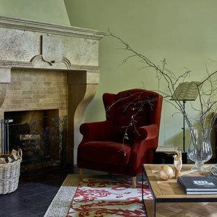 На фото: гостиная комната в стиле современная классика с угловым камином и черным полом с