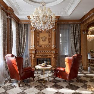 Идея дизайна: гостиная комната в классическом стиле с коричневыми стенами, стандартным камином, фасадом камина из дерева и разноцветным полом