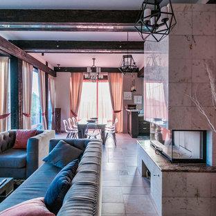 На фото: открытая гостиная комната в современном стиле с фасадом камина из плитки, красными стенами, горизонтальным камином и бежевым полом с