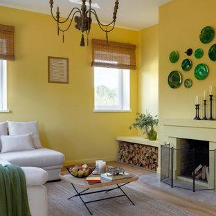 Идея дизайна: гостиная комната в средиземноморском стиле