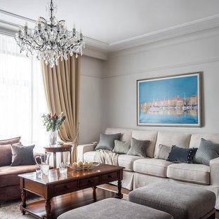 Свежая идея для дизайна: гостиная комната в классическом стиле с серыми стенами, темным паркетным полом и коричневым полом - отличное фото интерьера