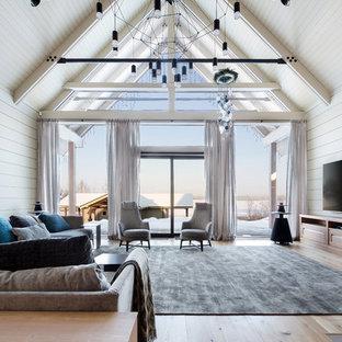 Свежая идея для дизайна: большая открытая гостиная комната в современном стиле с светлым паркетным полом, телевизором на стене, белыми стенами и бежевым полом - отличное фото интерьера