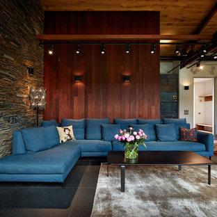 Imagen de salón abierto, actual, de tamaño medio, con paredes marrones y suelo de baldosas de porcelana