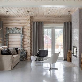Пример оригинального дизайна: открытая, парадная гостиная комната среднего размера в современном стиле с бежевыми стенами, деревянным полом, фасадом камина из штукатурки, серым полом и горизонтальным камином