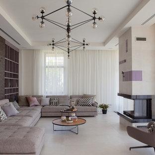 Неиссякаемый источник вдохновения для домашнего уюта: парадная, изолированная гостиная комната в стиле современная классика с бежевыми стенами, двусторонним камином, фасадом камина из металла и бежевым полом