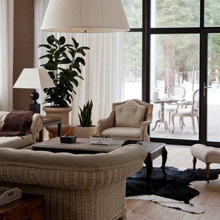 На фото: парадные гостиные комнаты в стиле современная классика с светлым паркетным полом без камина