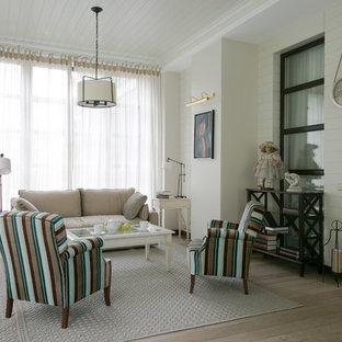 На фото: гостиная комната в стиле современная классика с