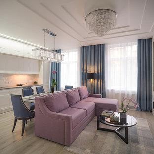 Пример оригинального дизайна: парадная, открытая гостиная комната в стиле современная классика с светлым паркетным полом и бежевым полом