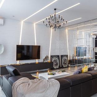 На фото: большая парадная, открытая гостиная комната в современном стиле с белыми стенами, полом из керамической плитки, телевизором на стене и бежевым полом