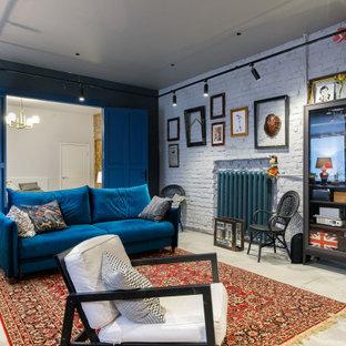 Источник вдохновения для домашнего уюта: большая изолированная гостиная комната в стиле лофт с синими стенами и бежевым полом