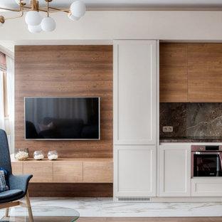 Идея дизайна: открытая гостиная комната среднего размера в стиле фьюжн с телевизором на стене и бежевыми стенами