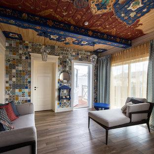 Imagen de sala de estar cerrada, de estilo zen, con suelo de baldosas de porcelana y paredes multicolor