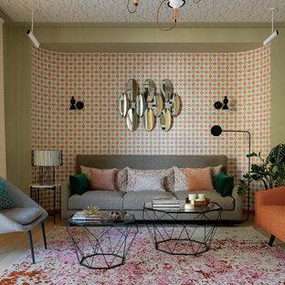 На фото: открытая гостиная комната среднего размера в стиле модернизм с паркетным полом среднего тона и бежевым полом