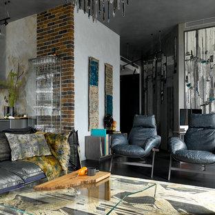На фото: гостиная комната в современном стиле с разноцветными стенами и серым полом