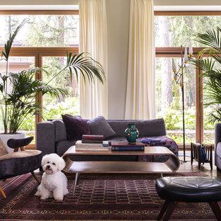 На фото: парадная гостиная комната в современном стиле с бежевыми стенами, темным паркетным полом и коричневым полом
