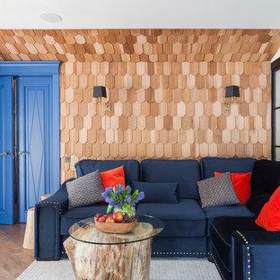 Пример оригинального дизайна: изолированная гостиная комната в стиле современная классика с паркетным полом среднего тона и коричневыми стенами