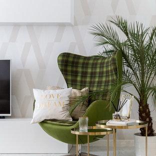 Idee per un soggiorno scandinavo di medie dimensioni e chiuso con libreria, pareti bianche e pavimento in marmo